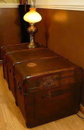 19th Century large steamer trunk 'coffee table'\\n\\n05/04/2015 23:23